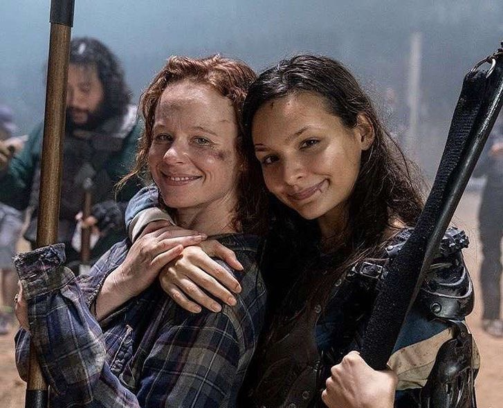 ⭐️ ⭐️  Love this snap of @1107miss and @cassadymcclincy #TWDFamily  #twd #TheWalkingDead