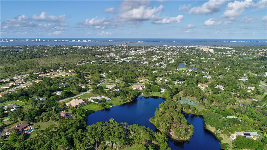 Pinecrest Lakes in Jensen Beach Florida January 2021 Market Report including community information and the currently active, pending, and sold listings for the past twelve months.