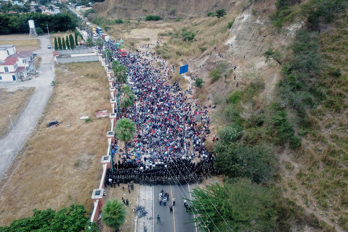 Migrant caravan stopped near Guatemala border on their way to the US https://t.co/rRc8svJsNc https://t.co/xrIiqUyq5W