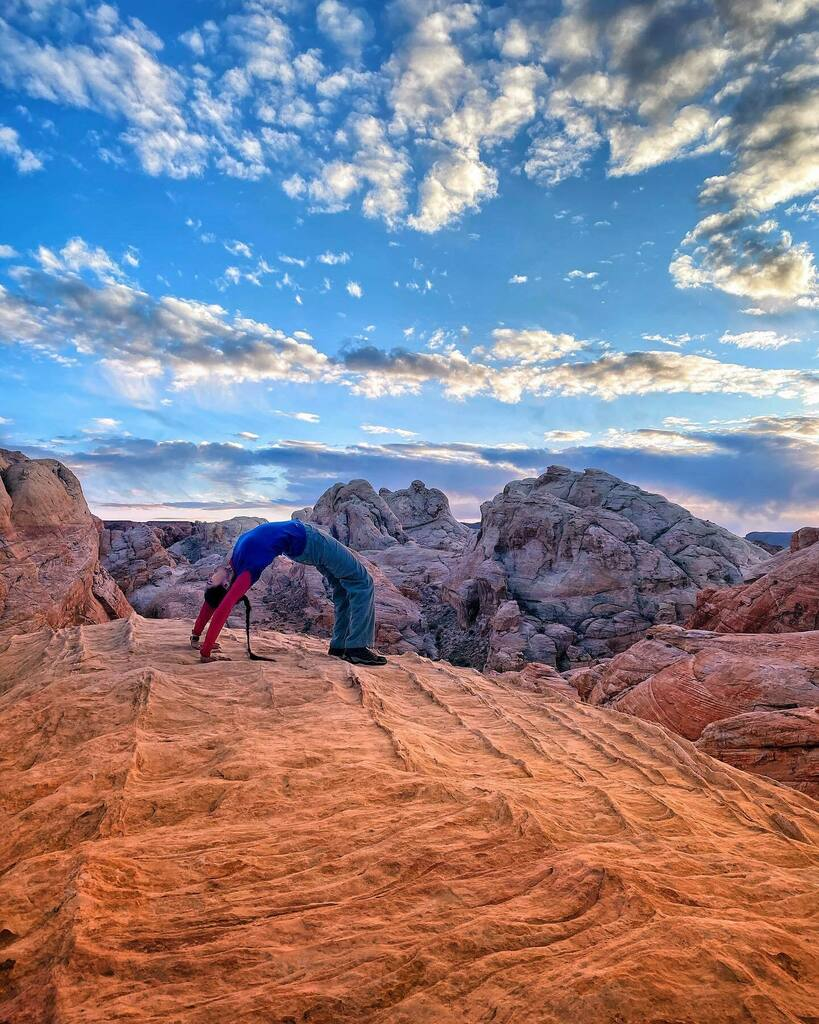 Not the Arches National Park    #chakrasana #yoga #valleyoffire #sunset #lasvegas #sunsetphotography #photography #sunsets #lasvegas #vegas #lasvegashiking #lasvegasnature #nature #naturephotography #landscape #landscapephotography #landscapes #pink #sun…