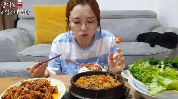 「キムチは韓国のもの」 韓国人ユーチューバー発言に中国の所属事務所「中国を侮辱、契約解除」(朝鮮日報日本語版) - Yahoo!ニュース大食い配信で有名な韓国の女性ユーチューバーが「キムチとサム(葉野菜などで具材を包む料理)は韓国文化」と…