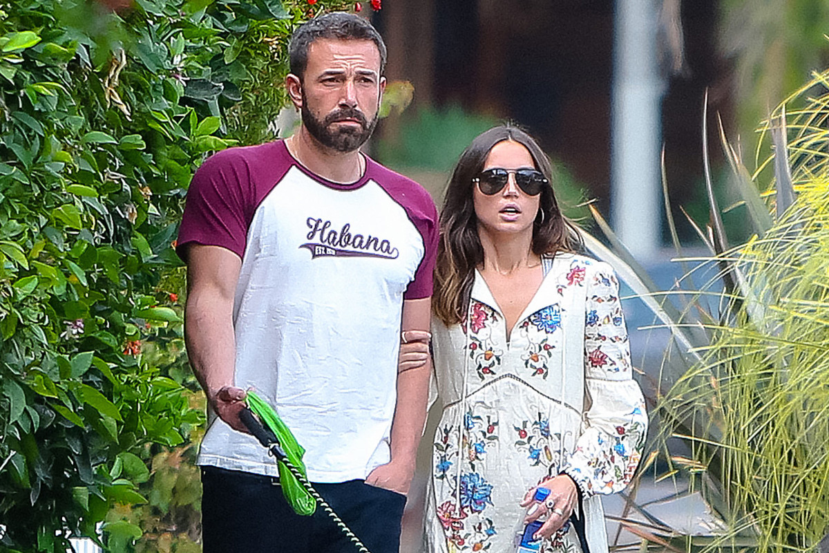 Ben Affleck, Ana de Armas break up after almost a year https://t.co/npmpbYIWpD https://t.co/CCxdVPlkqz