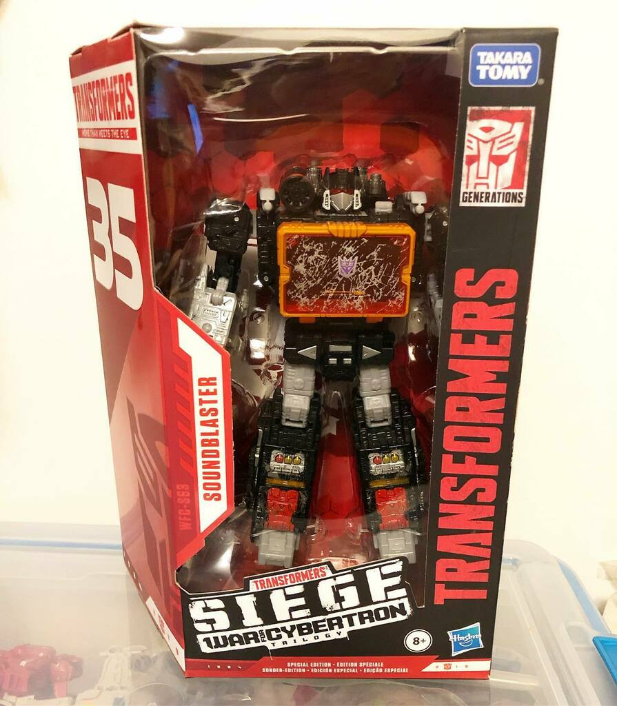 Transformers Siege Soundblaster - discounted to $27.84 at Walmart. The big surprise wasn't the price, it was that Walmart shipped it in a actual box instead of a paper bag #soundblaster #transformers #transformerssiege