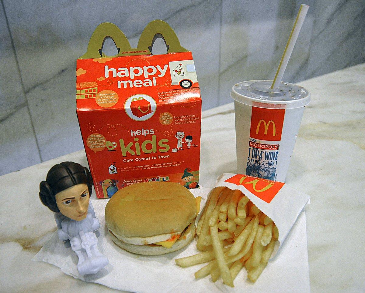 O Happy meal da MacDonald's sem bebida vai ter desconto?  Esqueci me, não pode haver descontos / promoções...  #macdonalds #Happymeal McDonalds  #macdonaldsportugal
