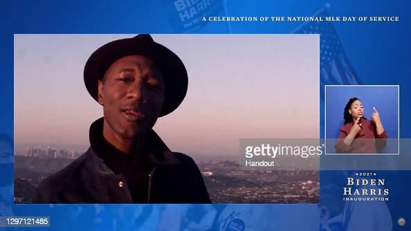 "Aloe Blacc performs during the ""United We Serve""  celebration of the national MLK Day of Service  More 📸 #UnitedWeServe 👉 https://t.co/bieAYImmsQ #AloeBlacc @aloeblacc #MLKDay #BidenHarrisInauguration https://t.co/jUVgXI15gU"