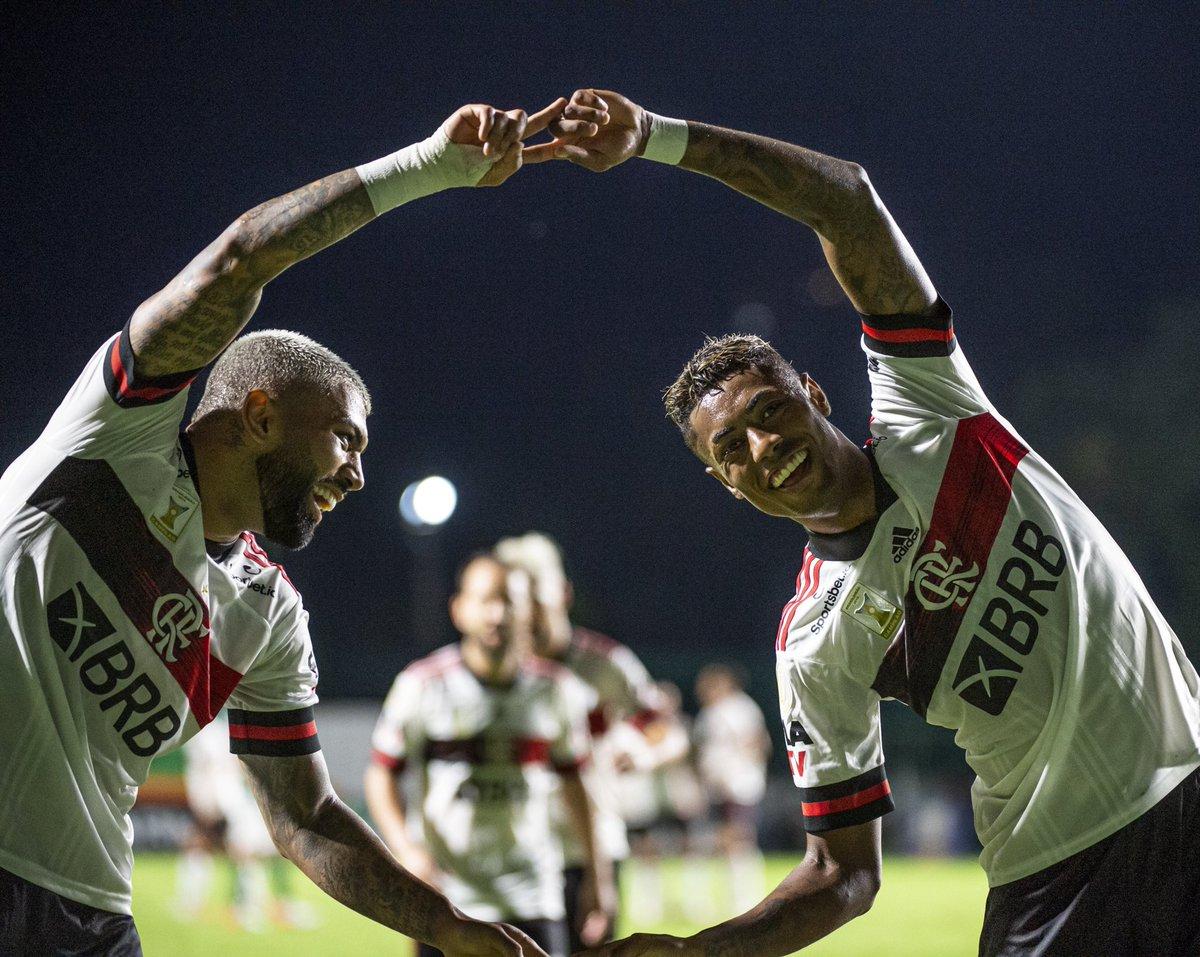 Que dupla, Nação!!! ❤️🖤  Passe de @Brunohenrique, gol de @gabigol! 👏👏👏  #CRF #VamosFlamengo  📸 @AlexandreVidal1 / CRF