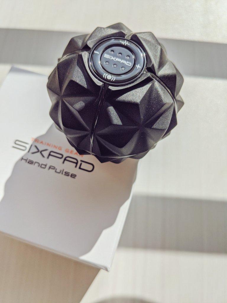 #SIXPAD から握力を鍛えるEMSマシン、ハンドパルスが登場🤗 EMSによるトレーニングモードと、振動によるストレッチモードの搭載で、握力をアップ! デスクワークの合間のコリほぐしにイイね👍 発売中