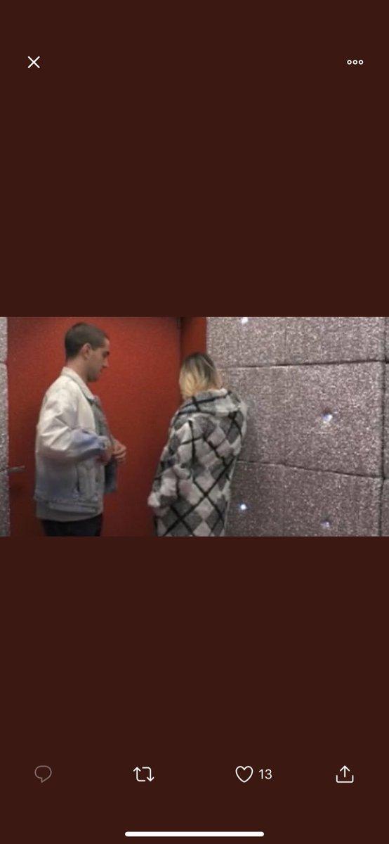 L'unica che é uscita dalla porta rossa di sua spontanea volontà é Flavia Vento dopo aver fatto le valigie e salutato tutti. Io non capisco questi che minacciano di uscire così di colpo #gfvip https://t.co/f5SjkpckPy