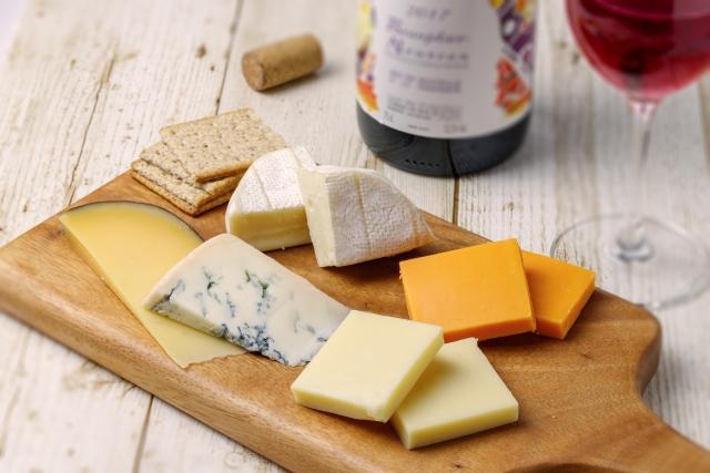 🧀チケット/チーズ販売スタート!🧀オンライン・チーズセミナー 「チーズのプロに教わる #フランス #チーズ <基本編>」フランスとスイスで計7年間、チーズアドバイザーとして働いていたチーズのプロ、石川さよさんを講師としてお迎えし、オンラインで開催!チケット購入