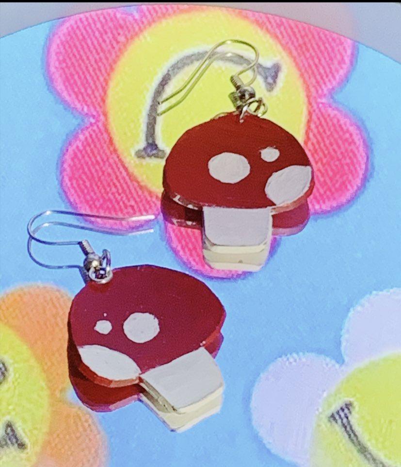 Day 17 🍄 #earrings #handmade #handmadejewelry #jewelry #Artistic #CanadianArtist #creativity #mushrooms #mushroom #cute #crafty #kawaiiart #kawaii #jewelrymaking #jewelrydesigner #earringsoftheday #filter #border #VSCO #fashion #Accessories #aesthetic #background