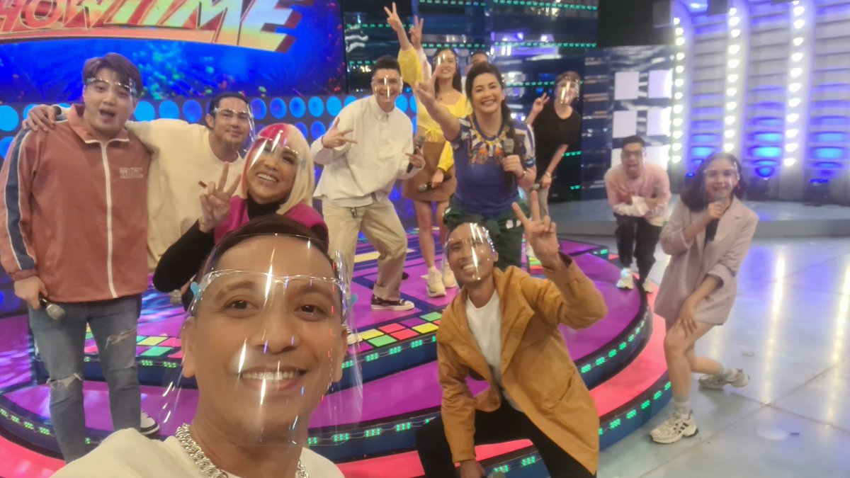 Happy Showtime Family