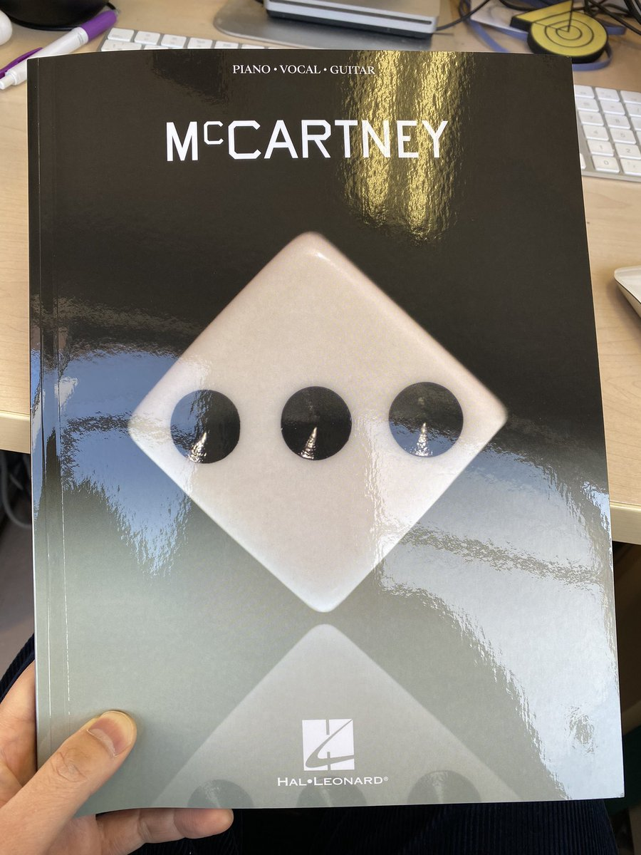 マッカートニーIIIの CD付き楽譜(楽譜付きCD?)が到着!  CDもLPはもう持ってるし サブスクで聴けるから 楽譜だけで良いんだけどね笑  #PaulMcCartney #McCartneyIII