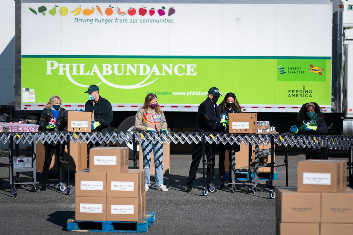 There's no more fitting way to honor the legacy of Dr. Martin Luther King, Jr. than service. Thank you to @Philabundance for letting us stop by and for the work you do every day to end hunger.