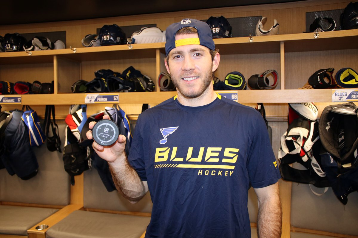 Not our first 1st Goal photo this season.   Won't be our last, either.   Congrats @MHoffy68. #stlblues