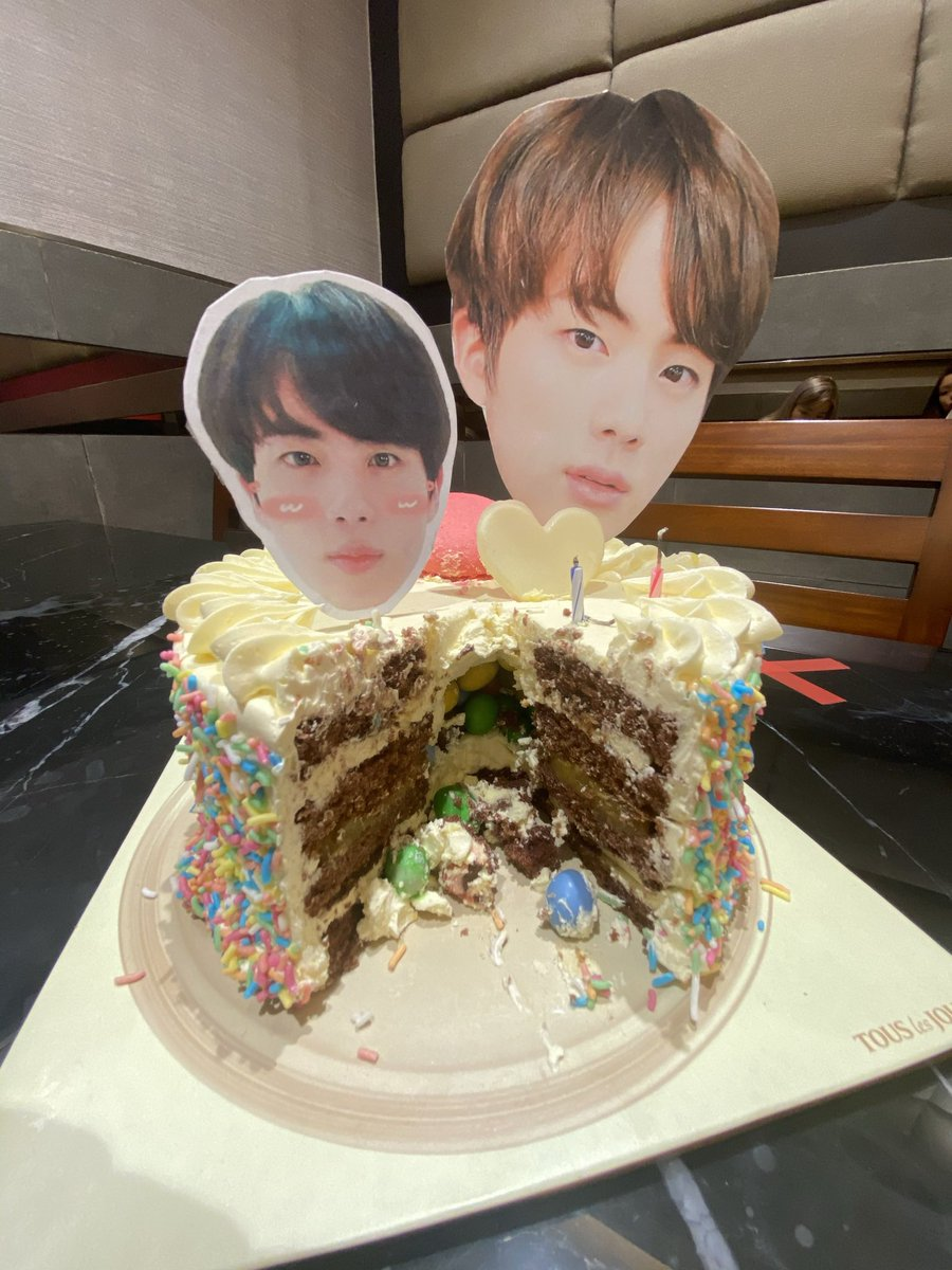 Oh this post failed to be tweeted.. reposting then 😂  Seokjinnie's Cake from yesterday's birthday #OurDiamondPrince #OurDecemberMiracle #WorldwideCutieGuy #ourlovelyseokjin #EternalEpiphanyJin #BrightestDiamondJin #OurMoonJin @BTS_twt