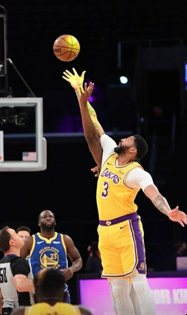 The #BennetLakersGameSumUp for #LakeShow vs #DubNation  - We choked that. Abysmal performance from Bron - Kuz singlehandedly kept our lead sometimes lol - Deserved loss. We weren't there from the start - We looked so unconcentrated on defense - This game has to be a wake up call