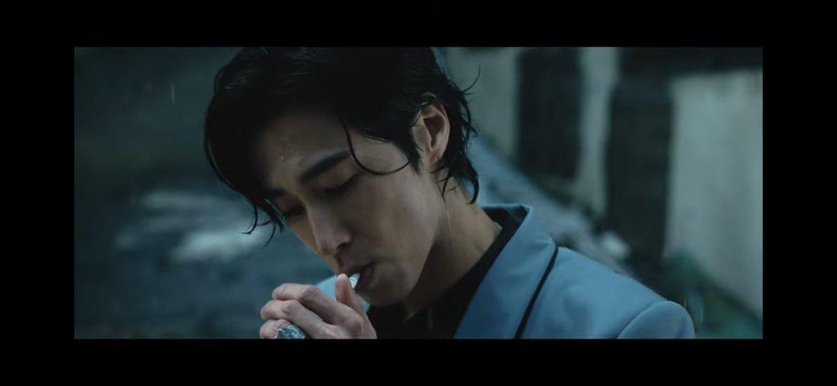 U-KNOW 유노윤호 'Thank U' MV  @YouTubeより  今回のユノ爆イケ。 まじで男の中の男ってかんじ。 本当にカッコいい😍😘 小1から見てきて、本当に色んなことあったけど、今が1番落ち着いてると思う。チャンミンも結婚したし😊 永遠にSM推し続けるぞ~ #東方神起  #SMTOWN_LIVE