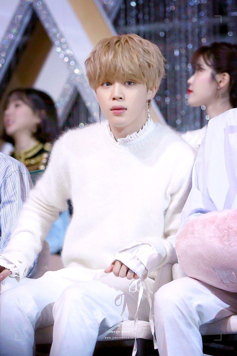 優しい眼差しのジミンちゃんは 心までもが天使ってわかるね🤍 ピュアなジミンちゃんには 白いセーターがよく似合う🤍  2000越え💓 おめでとう いつもありがとう😊 このtweetに癒されました  #天使 #JIMIN