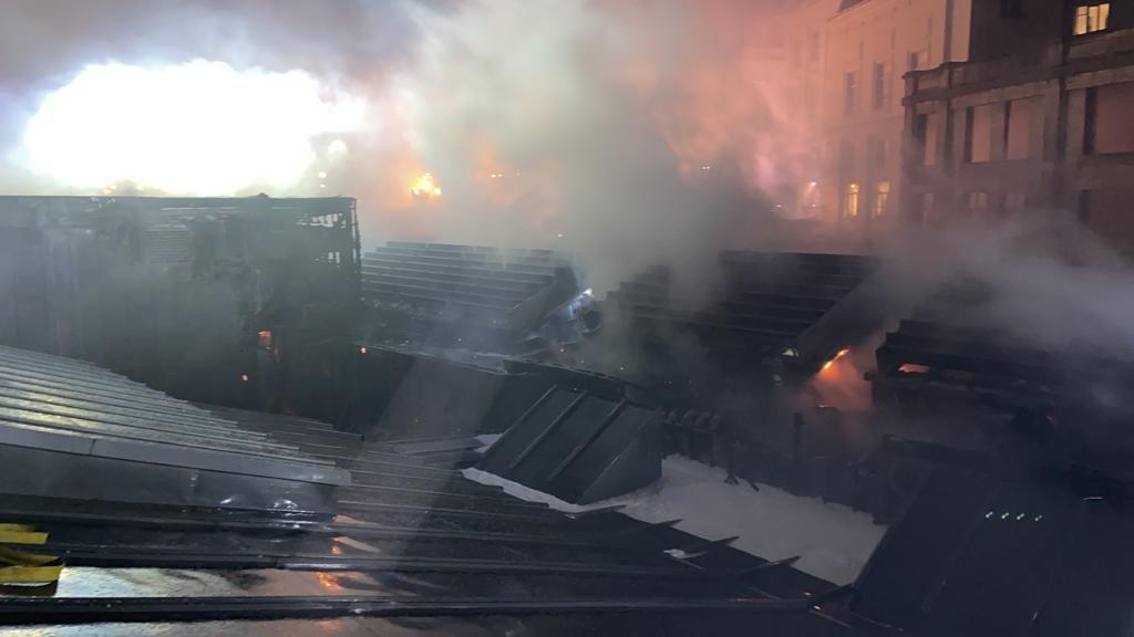 #Bruxelles | Feu de toiture au Bozar: aucune œuvre n'aurait été touchée   ➡   @zpz_polbru @BOZARbrussels #Bozar