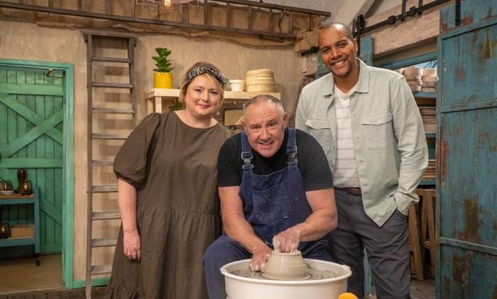 The Great Pottery Throw Down Sunday 8pm @Channel4 @LoveProductions #PostProduction from @filmsat59 The potters try their hand at fruit bowls and a challenging blindfolded task! https://t.co/mG6eN53rOR