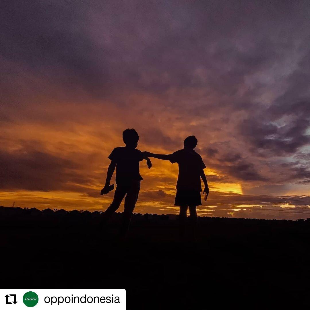 #Repost @oppoindonesia • • • • • • Nikmati tangkapan langit indah di sore hari oleh @arieslukman menggunakan #OPPOReno5!  #shotonOPPO