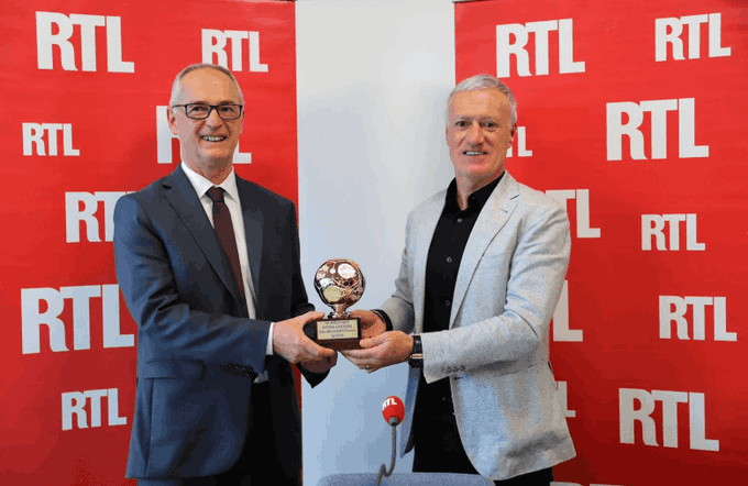 The @FrenchTeam boss picking up his award as the IFFHS 2020 National Team Coach of the Year last Saturday. 👏 #FiersdetreBleus