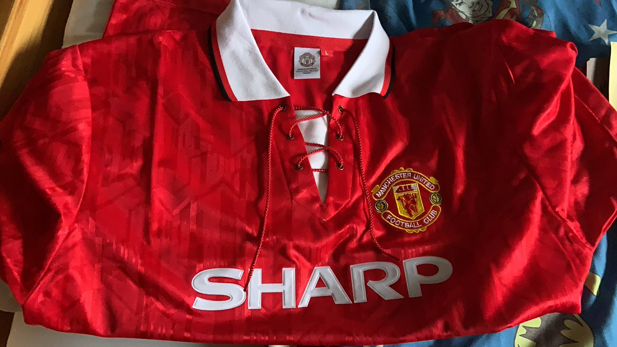 1 . My wife picked me up this 92-94 Retro Home Jersey for #Christmas2020. It brought back so many wonderful memories for me of my my childhood and @ManUtd were a huge part of that. I remember when I first got this jersey at the age of 12 so excited I was on Christmas morning 1992 https://t.co/To2nnMeRoO