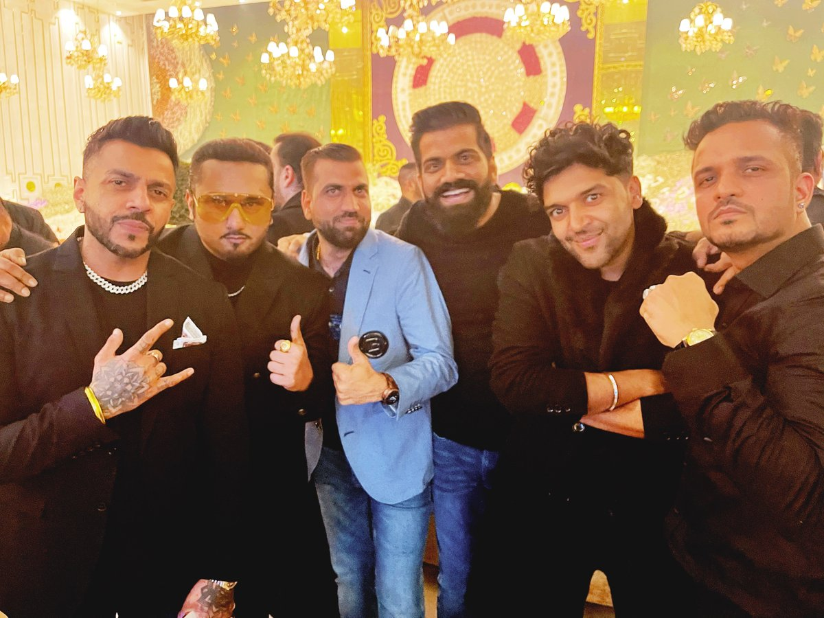 Replying to @TechnicalGuruji: Party with my big brothers🔥🔥🔥