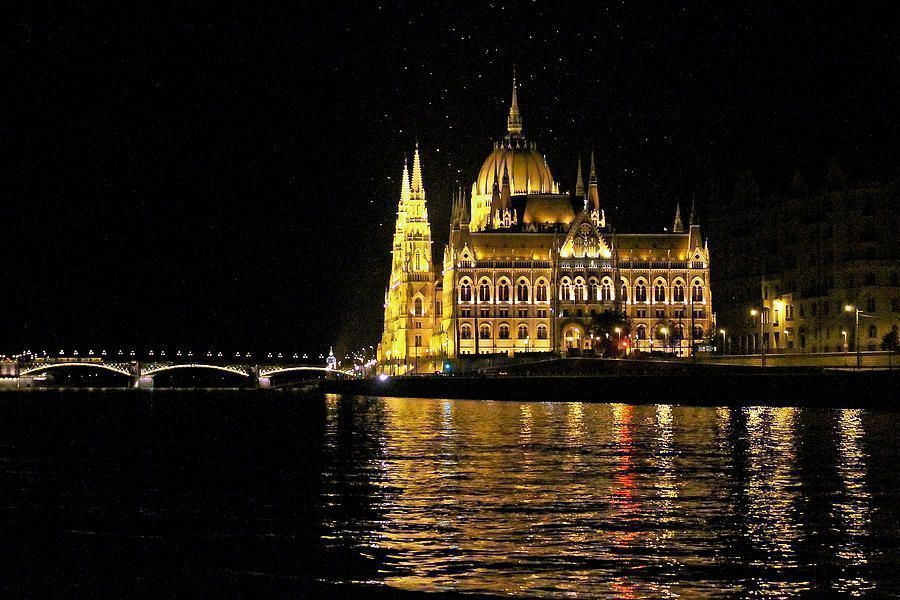 Replying to @TonyKRO: Buy canvas of #Parliament #Budapest #Hungary #Danube #nightphotography #canvasprints #wallart #homedecor #interiordesign #prints #gifts #tonysphotos #travel #tourism #destination #Danube #PhotographyIsArt #FineArt #photographyislife …