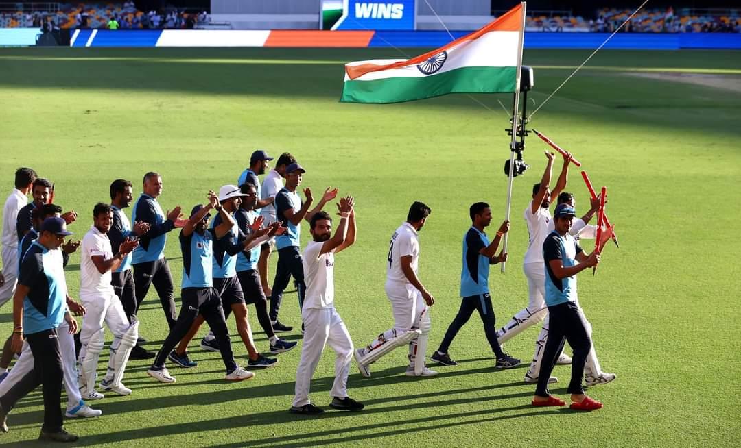 वक़्त आने दे बता देंगे तुझे ए आसमान हम अभी से क्या बताएँ क्या हमारे दिल में है #CricketAustralia @MichaelVaughan  Heartiest congrats #TeamIndia  #INDvsAUS 🇮🇳🇮🇳🙏 @BCCI