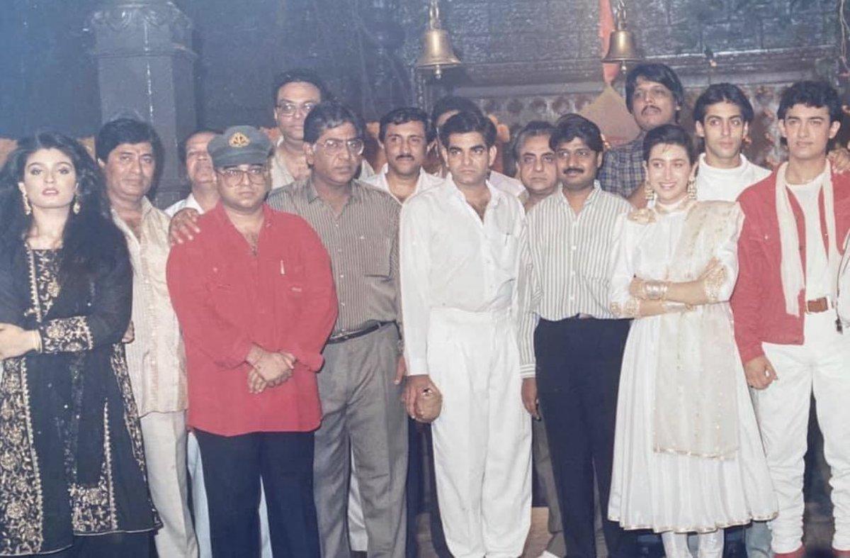 #Memories .... When I performed the muhurat shot for producer Vinay Sinha & director Raj Kumar Santoshi s #AndazApnaApna starring @aamir_khan @BeingSalmanKhan @TandonRaveena #KarishmaKapoor @SirPareshRawal #ShaktiKapoor