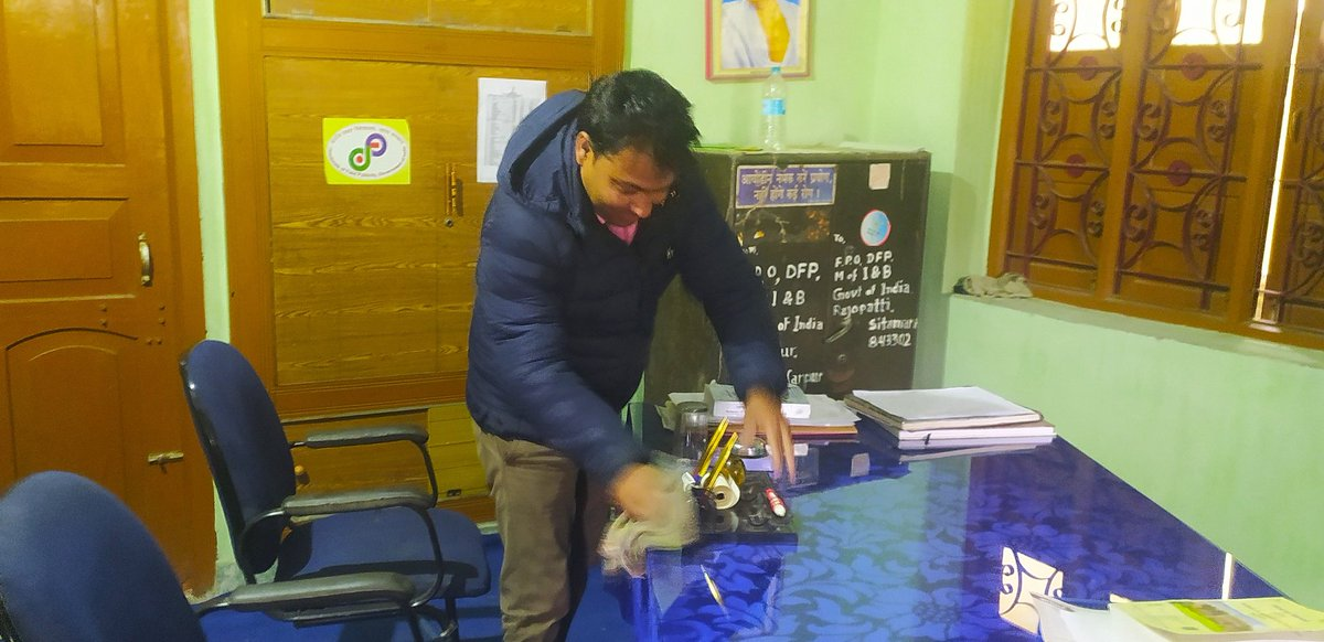 #स्वच्छता_ही_सेवा  #SwachhBharatMission   .@ROB_Patna की ईकाई @FOB_Sitamarhi के अधिकारी/ कर्मचारियों द्वारा कार्यालय के सभी कमरों की सफाई की गई ।   #swachhata  #CleanlinessFortnight #स्वच्छता_पखवाड़ा  @PIB_Patna | @MIB_Hindi | @BOC_MIB