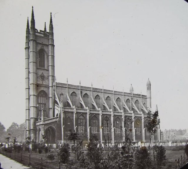 I think the City of London & East has the lion share of beautiful London churches. But what are your favourites in West London? I like St Luke's Chelsea. Designed by James Savage in 1819 and is significant as its one of the earliest Gothic Revival churches in London. https://t.co/AjuVbULzHV