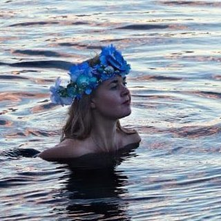 Fancy joining an actual mermaid for an hour of #Tea chat? Don't miss #TeaHour at 7pm with host @StIvesMermaid.