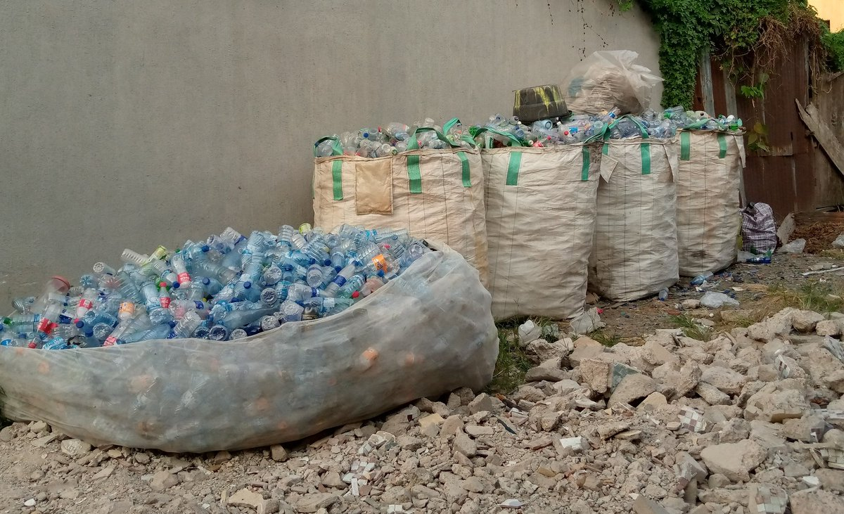 Plastics for school fees?  To ease the financial burden on families in the school, Isrinaschools adopted a model (@recyclespay) of @acinigeria to allow parents pay a portion of their children's school fees using recyclables.  This reduces plastic waste in the community and 1/