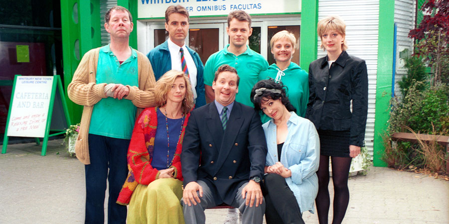 The cast of The Brittas Empire are to reunite online, to mark the sitcom's 30th anniversary: