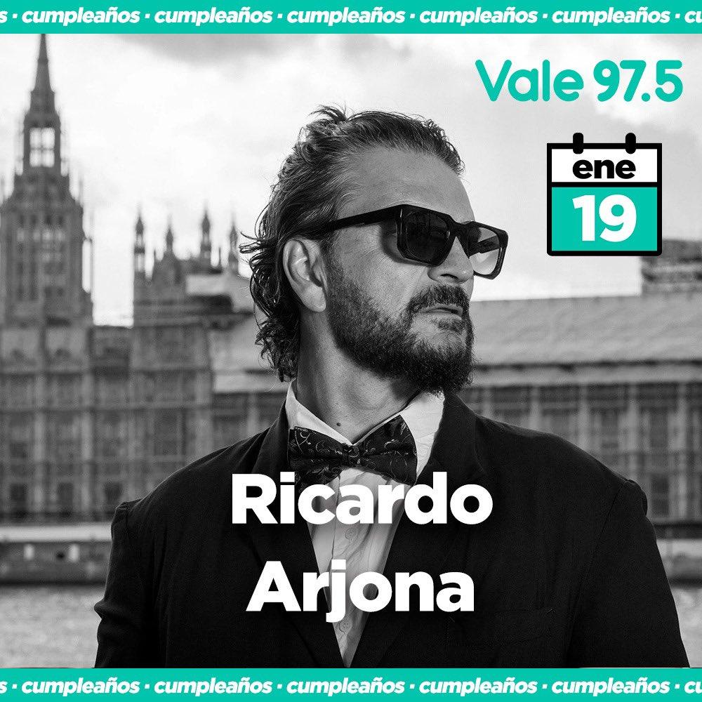 🥂 ¡Feliz cumple @ricardoarjona! 🥂 Gracias por deleitarnos con tu música 🎤🎧 Desde @vale975 te mandamos los mejores deseos y esperamos verte pronto!! 💫