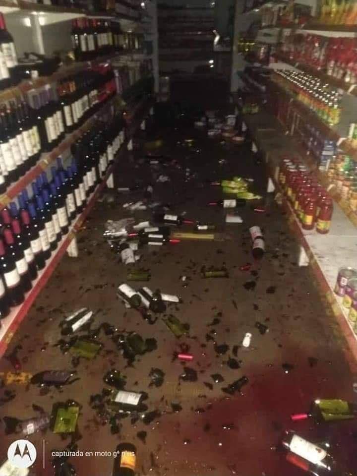 #Atención   Hace pocas horas un terremoto de 6.4 grados sacudió #Argentina y #Chile.  En la provincia de San Juan, al occidente de Argentina fue el epicentro, con una profundidad de 10 km. Hasta el momento no hay reportados heridos ni víctimas mortales. #EnDesarrollo. https://t.co/VEoamfqA85