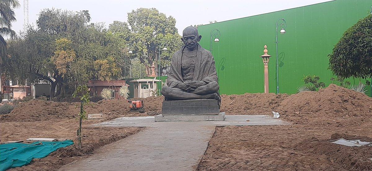 संसद भवन परिसर में गांधी जी की प्रतिमा अब गेट नम्बर 1 के सामने नहीं ,  बल्कि गेट न 2 और 3 के बीच स्थापित कर दी गई है । लगभग स्पीकर गेट ( गेट नम्बर 3 ) के सामने । संसद की नई इमारत के निर्माण के चलते ऐसा किया गया है । विरोधी सांसदों की नई जगह !!