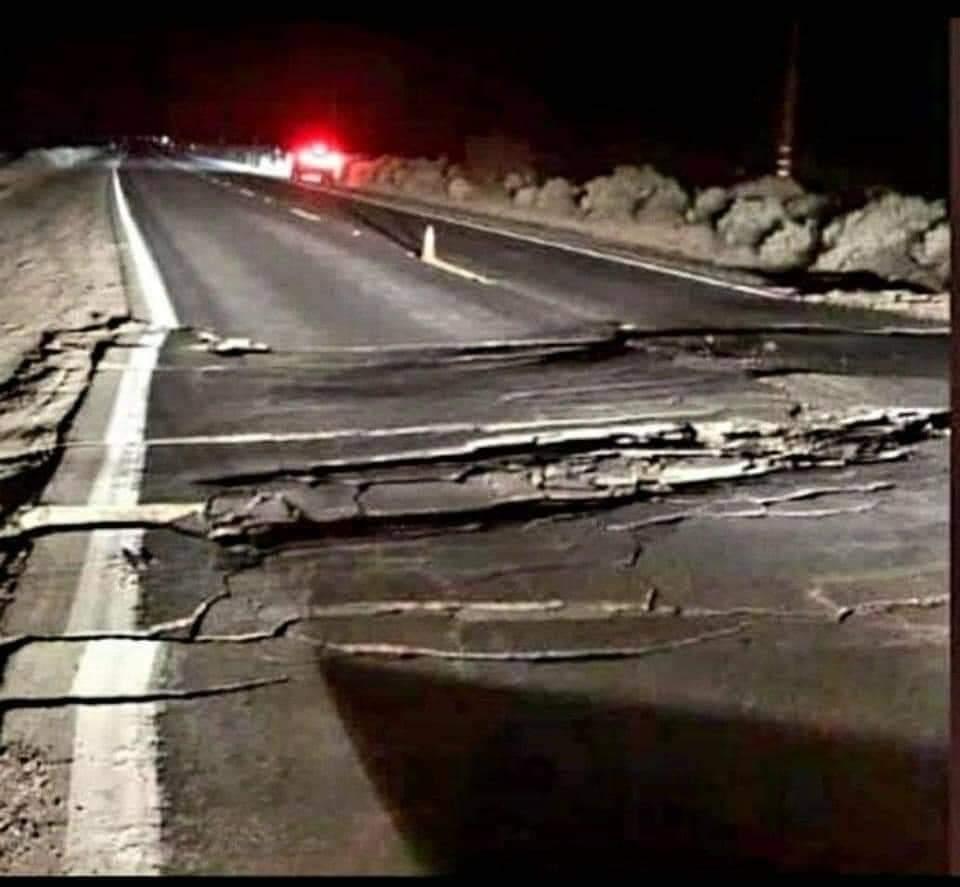 #UltimaHora  🛑FUERTE TERREMOTO EN ARGENTINA CAUSA  GRANDES DAÑOS  Magnitud 6.6 (Mw) ocurrió a las 23:46:21 del Lunes 18 de Enero (horario de Chile) a 42 km al suroeste de Ciudad de San Juan - Argentina con una profundidad de 10 kilómetros. #LosAndesTeCuenta https://t.co/0dm8PQkRAd