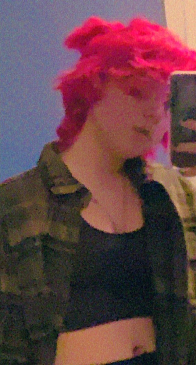 ayo?? pink hair pog??  ⤷ #honktwtselfieday     ⤷ rts are cool :]