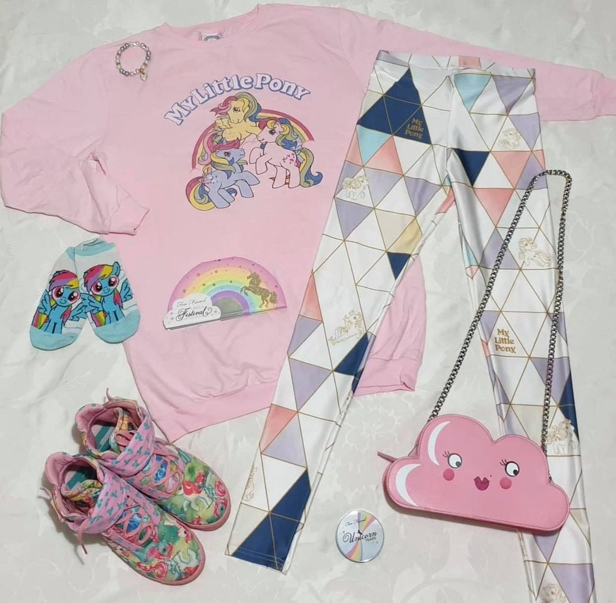 Ohhh kawaii lookbook crush right here! @rainbowtravelfairy teams up her amazing pastel pretties with our brand new officially licensed My Little Pony winter collection leggings for this super-sweet styleboard... #mylittlepony #sweet #kawaii #leggings #toasty #winter #warm #cute