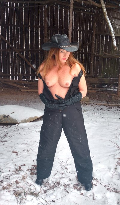 Snow day! -  https://t.co/w6FRs3hmkG  @TessaLynnParker @MilfsandMoms_WW @porn4pleasure @milfsdaily7 @MilfsnCum