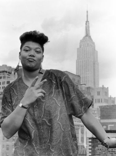 Queen Latifah poses in front of the Empire State Building, 1989 https://t.co/9PryxRvx9i