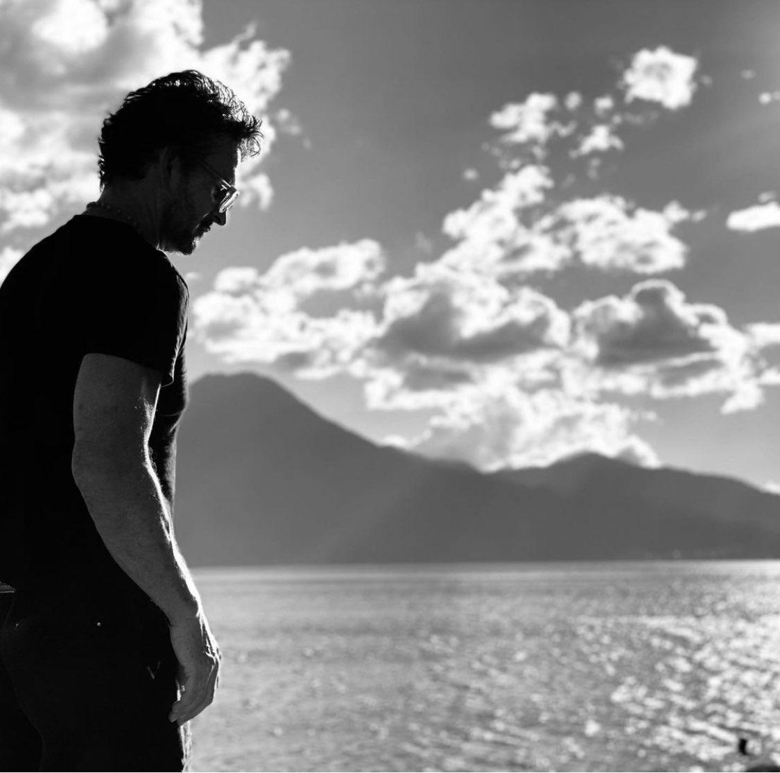 En familia, en mi tierra y en Atitlan, el lago más bello del mundo.  Empezando a vivir, creo que por fin madure lo suficiente. Gracias por sus mensajes, se les quiere.
