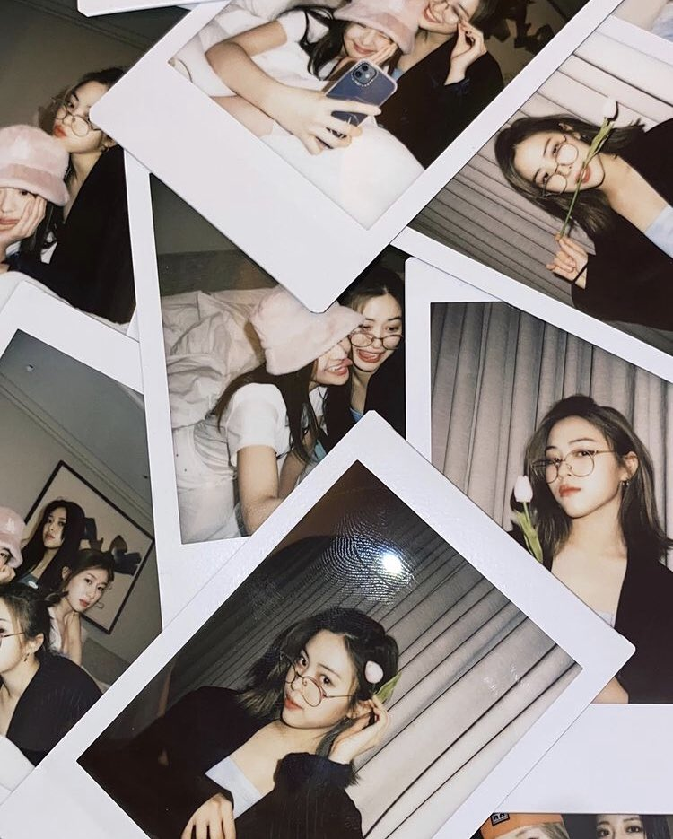 As soon as I tell you that I'm never gonna stop, I'm doing this again. I'm a woman with words. *blinks* Please welcome the girlfriend (yes, without space!!) look of mine and Lia unnie. Worry not, you're allowed to save these pictures and use it as your lockscreen. 🖤 https://t.co/IjalkKSXwW