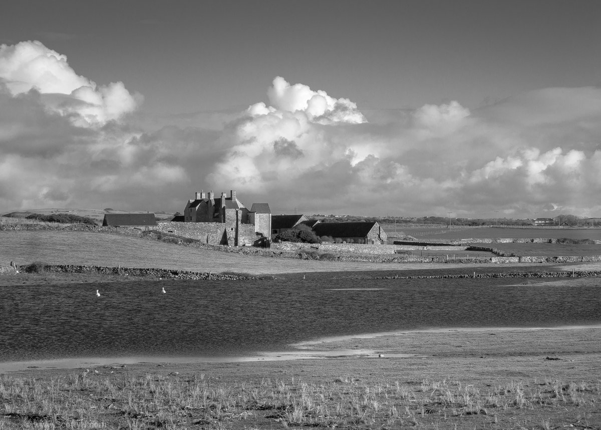 Sker House and Kenfig National Nature Reserve, near Porthcawl, South Wales.  From 2014 #onthisday #photography #Monochrome   Colour versions in my Glamorgan Coast gallery https://t.co/ufrZw5Luq7 https://t.co/nlXcmO7rzT
