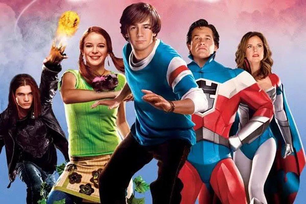 Hoje a #SessãoDaTarde vai servir um clássico! 🍿📺  Daqui a pouco tem 'Sky High - Super Escola de Heróis' na @RedeGlobo, mas, enquanto o filme não começa, eu vim te mostrar como esse super-elenco está hoje, 16 anos depois do lançamento ➡  • #GshowFamosos