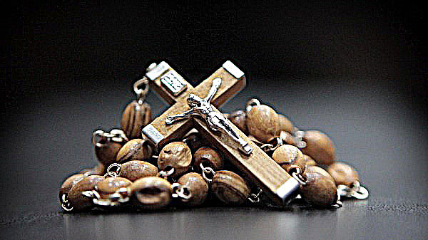 Authentic Olive Wood Rosary Prayer Necklace With Crucifix &Jerusalem Soil Beautiful olive wood rosary hand made by christian families in the Holy Land from medium size beads and includes soil from Jerusalem $11.99 https://t.co/WIMjRqXZrb  #Rosary #Gifts #Christmas2020 #Catholic https://t.co/f0712i642L