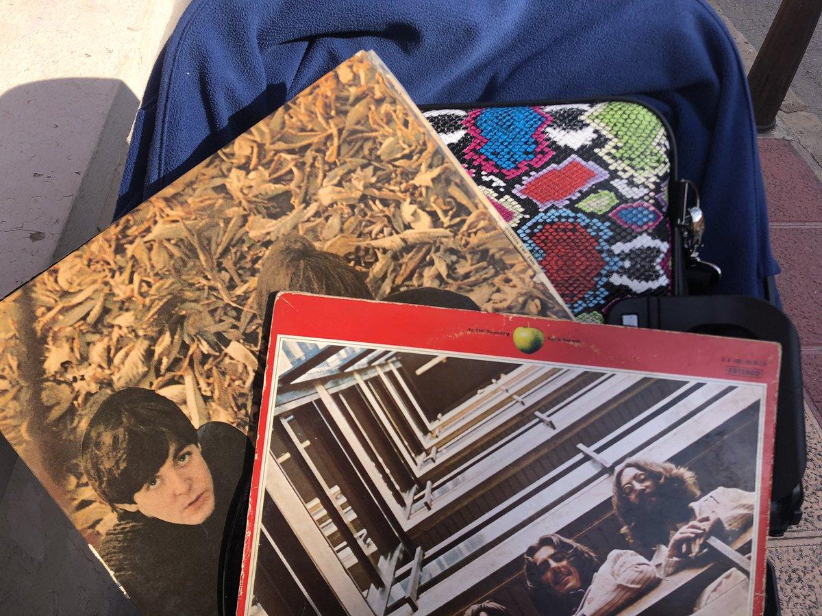 Los #ReyesMagos trajeron un #tocadiscos con salida USB y bluetooth a @joshegea, andamos desempolvando #discos. #Musica